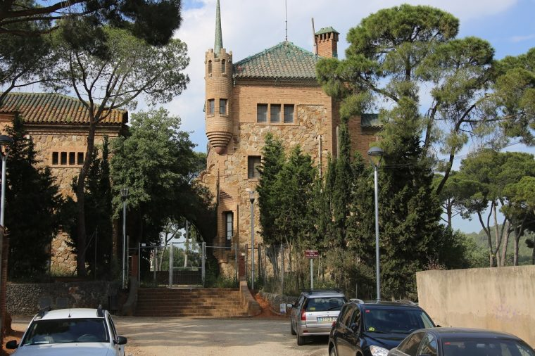 colonia guell school