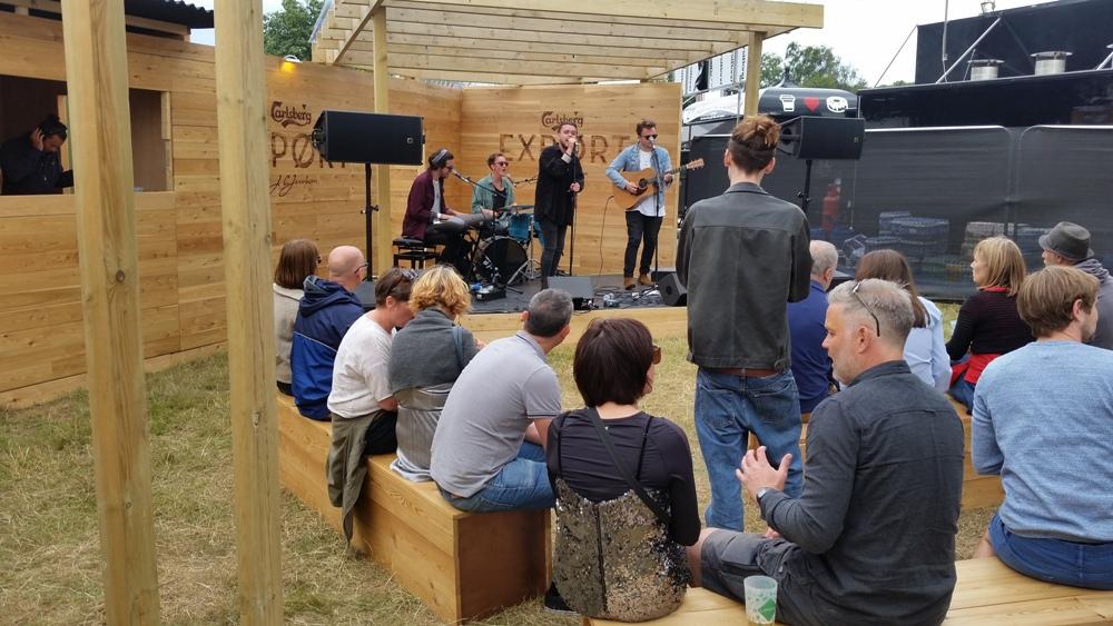 Latitude - Calsberg bar with band