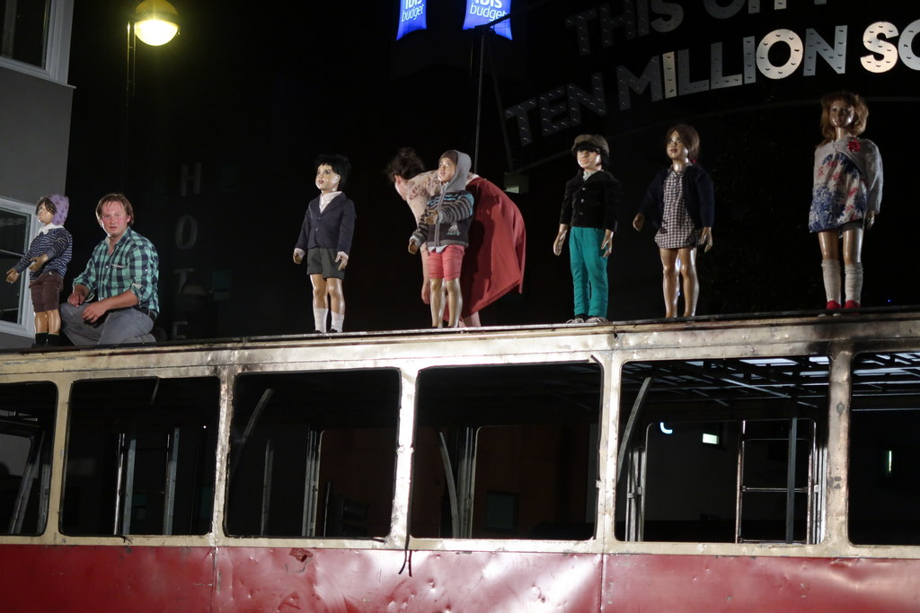 Bell Square - Teatr Biuro Podróży - Silence