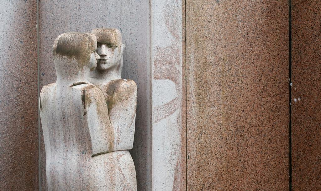 An intimate moment -Europa - Center Berlin