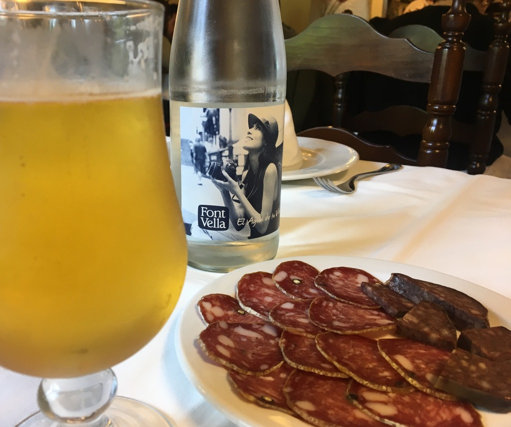 Beer and cured sauage at Fussimanya