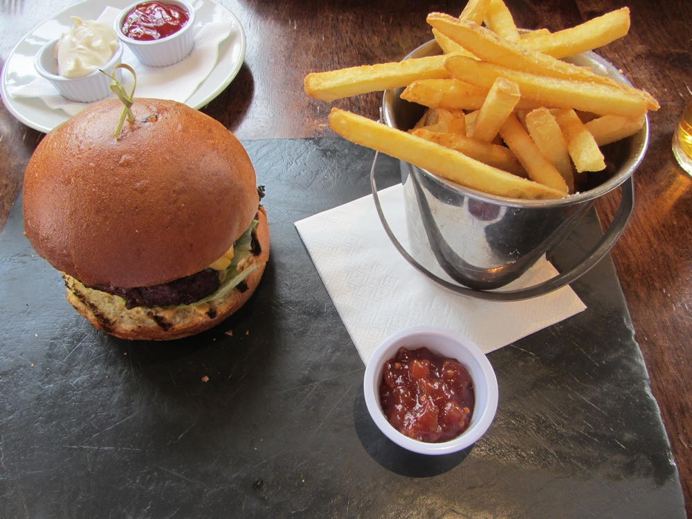Manor Arms - spicy burger