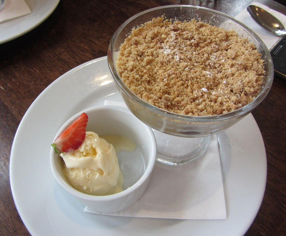 Manor Arms - apple and blueberry crumble