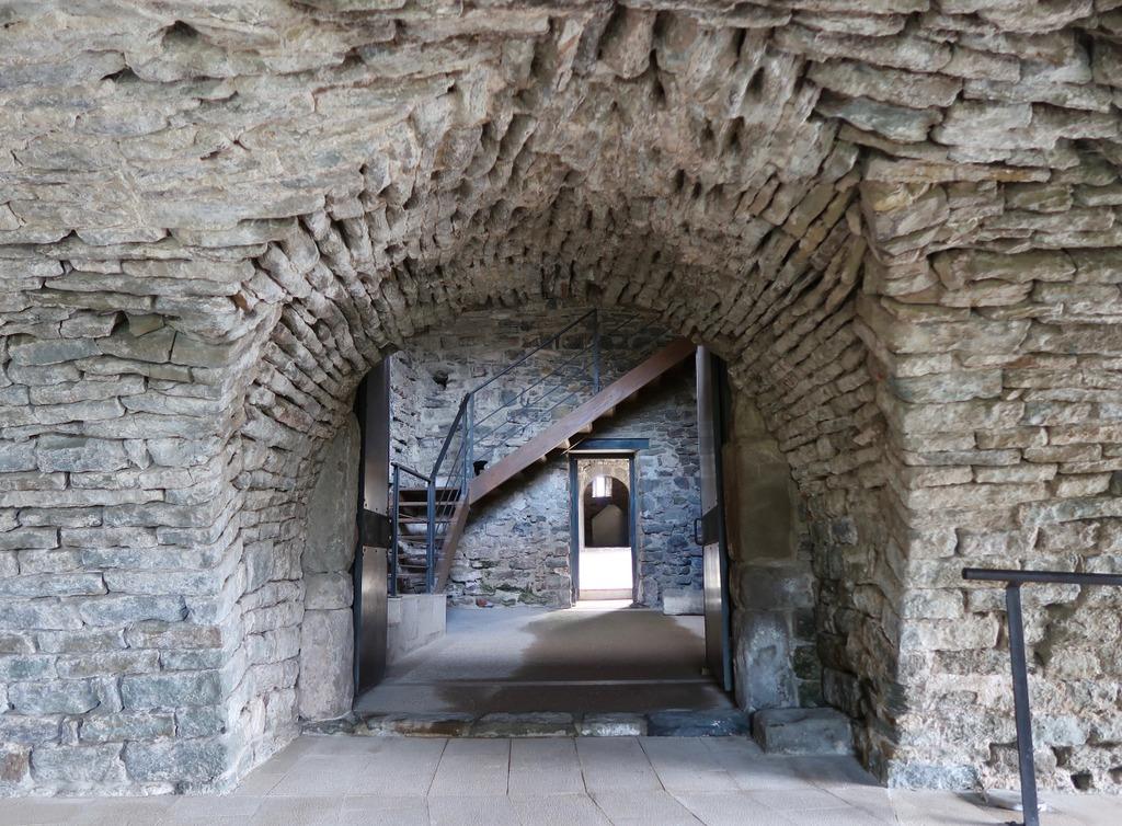 Sant Pere de Casserres - archway