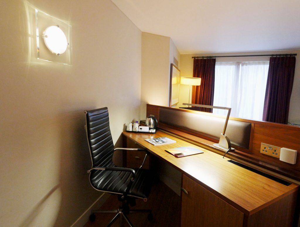 Bermondsey Square Hotel - Room desk