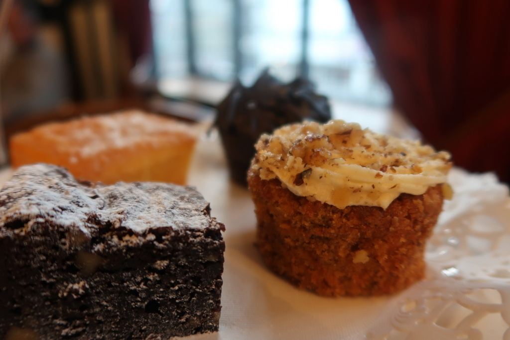 Stratford Hathaway Tea Rooms - cakes