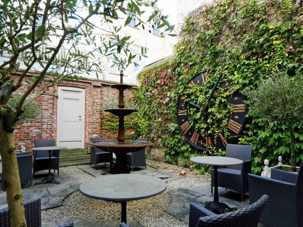 Pand Hotel Courtyard 2