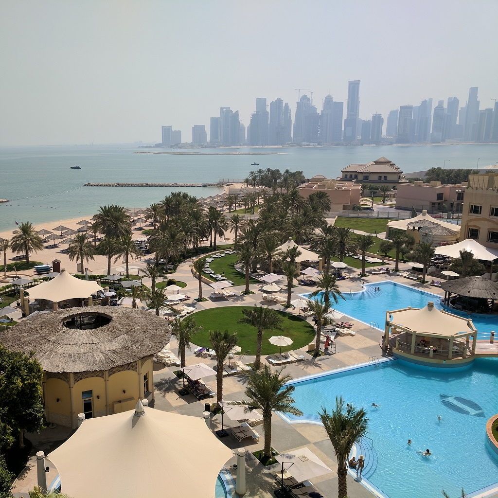 Qatar Doha Hotel Intercontinental Pool stopover