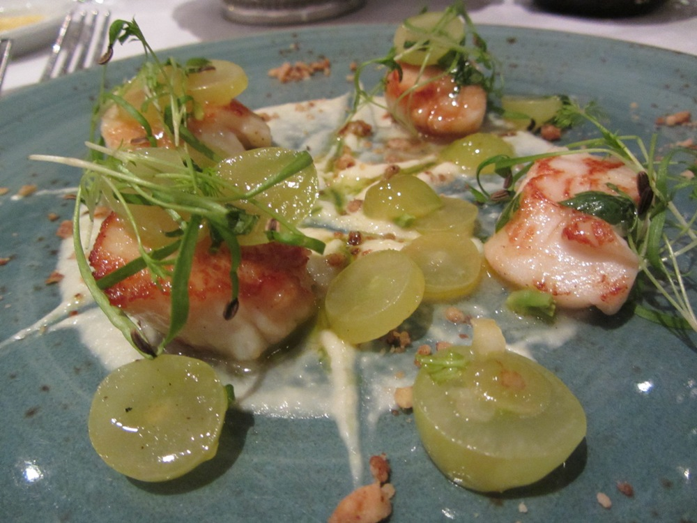 Roast - scallops with grapes, fennel and ginger