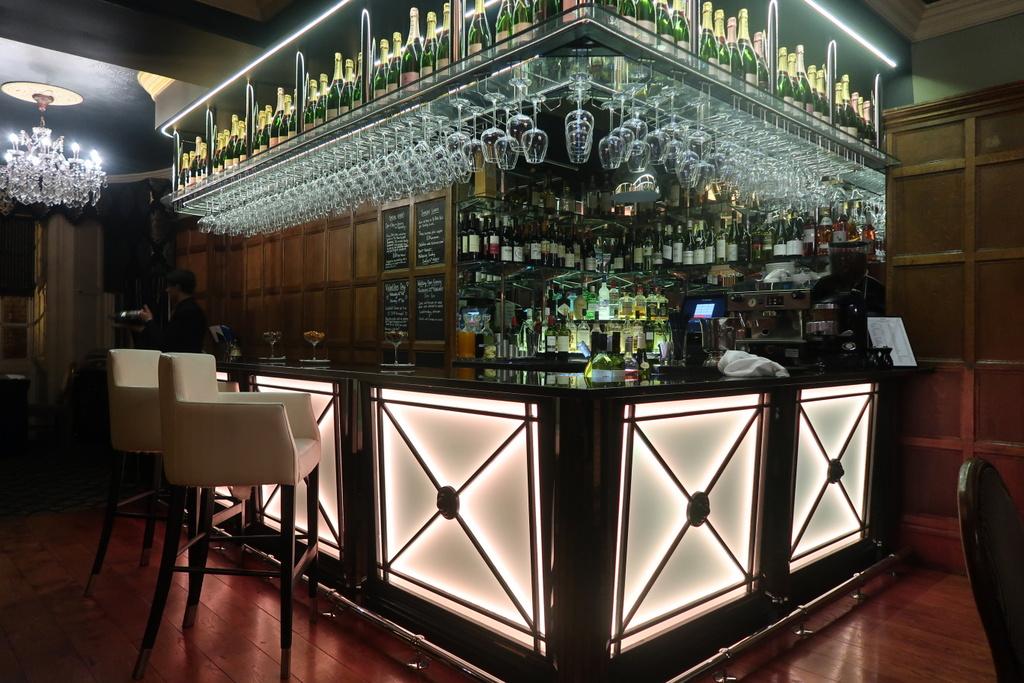 Ye Olde Bell Hotel - bar
