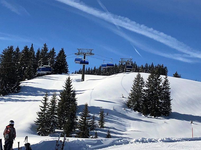 Bernkogel6er high speed chair lift ski in Saalbach Austria