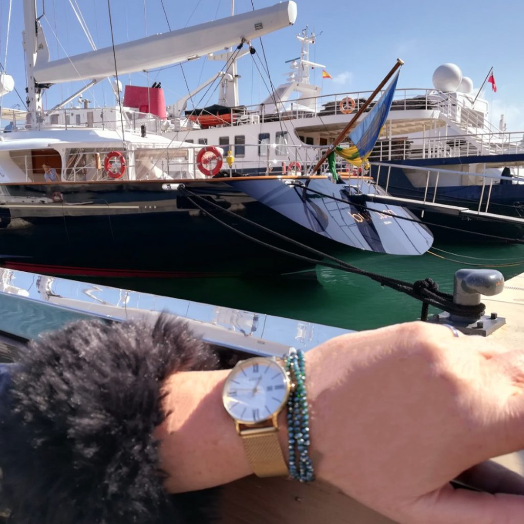 Adexe Watch with yacht 1