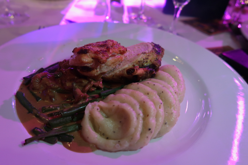Chicken breast potato puree with creamed wild mushrooms, green beans and a red wine sauce