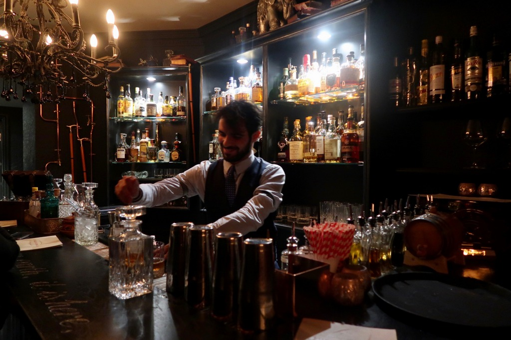 Cocktail making at Vijay's Bar & Lounge - Vijay's Lokhandwala