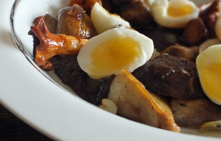quail eggs with mushrooms and truffles