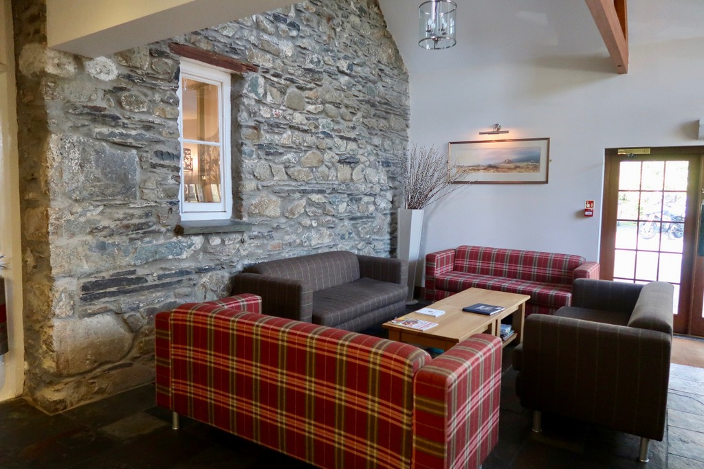 Wolfscastle Country Hotel - reception area