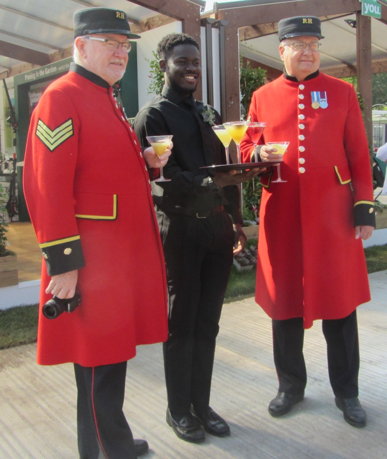 Chelsea Flower Show - Chelsea Pensioners enjoy a mocktail