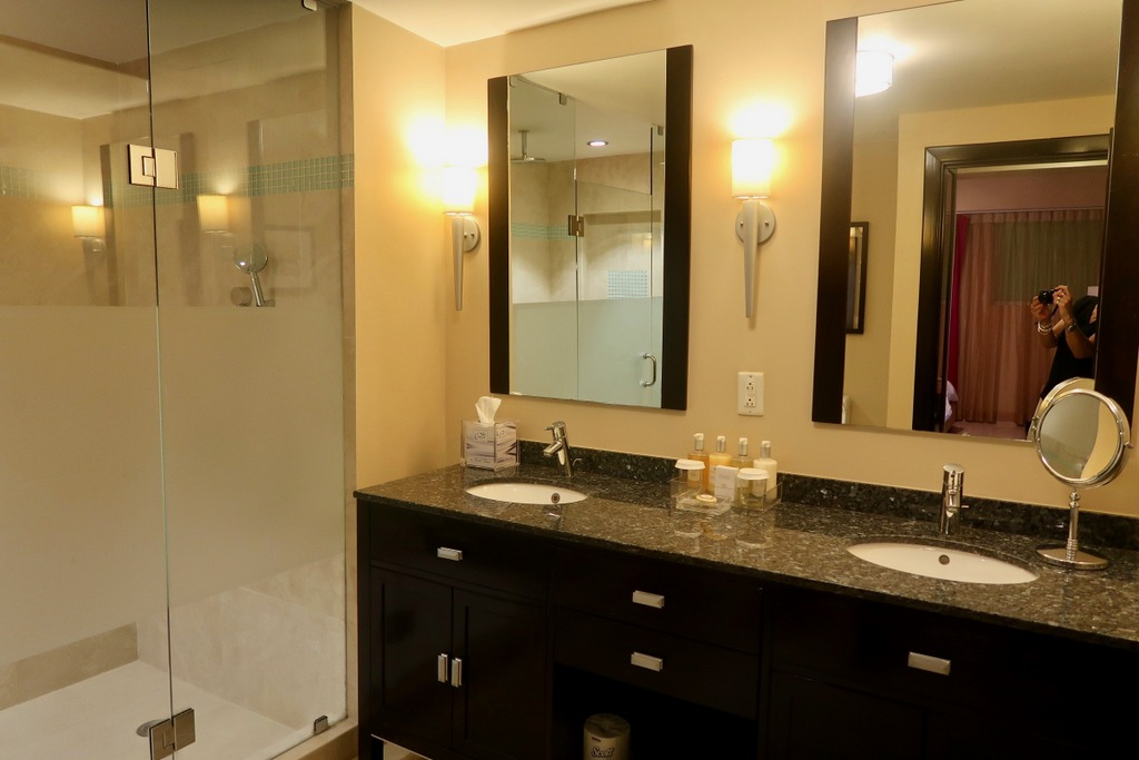 Ocean Two Resort and Residences - bathroom