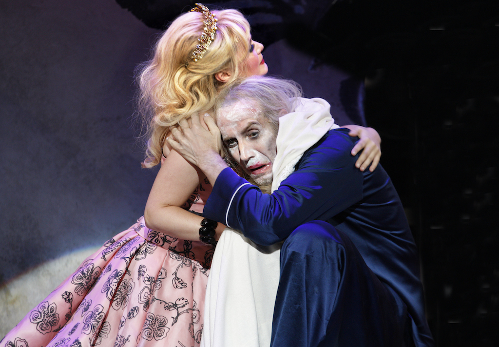 Amy Morgan as Queen Marie, Rhys Ifans as the King in Exit the King. Image by Simon Annand