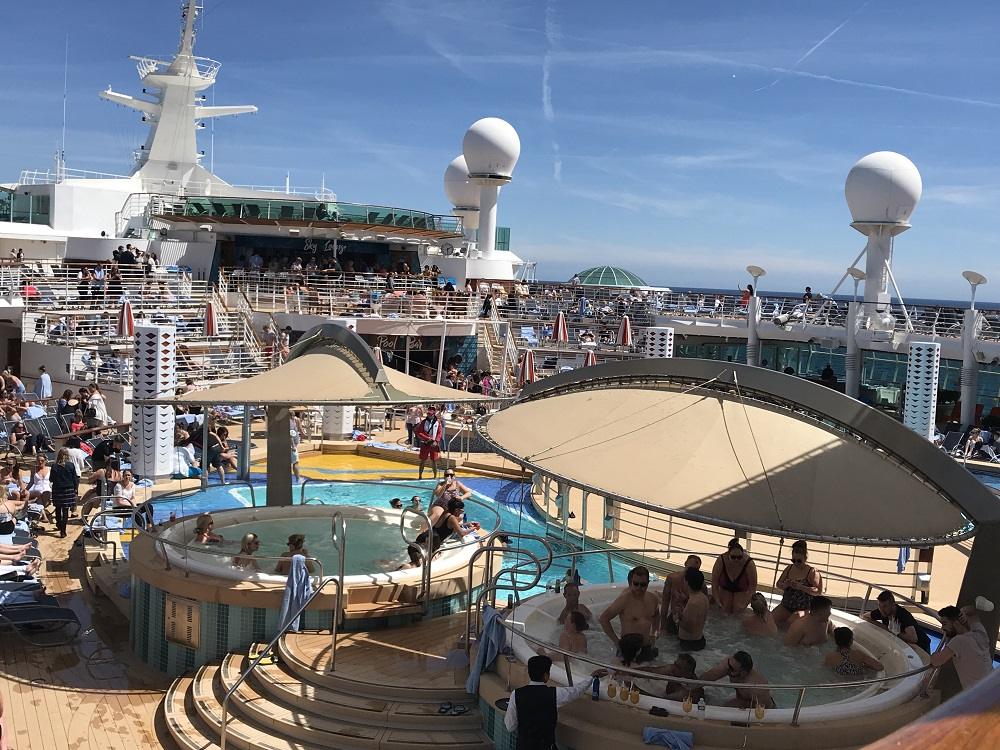 Independence of the Seas Deck