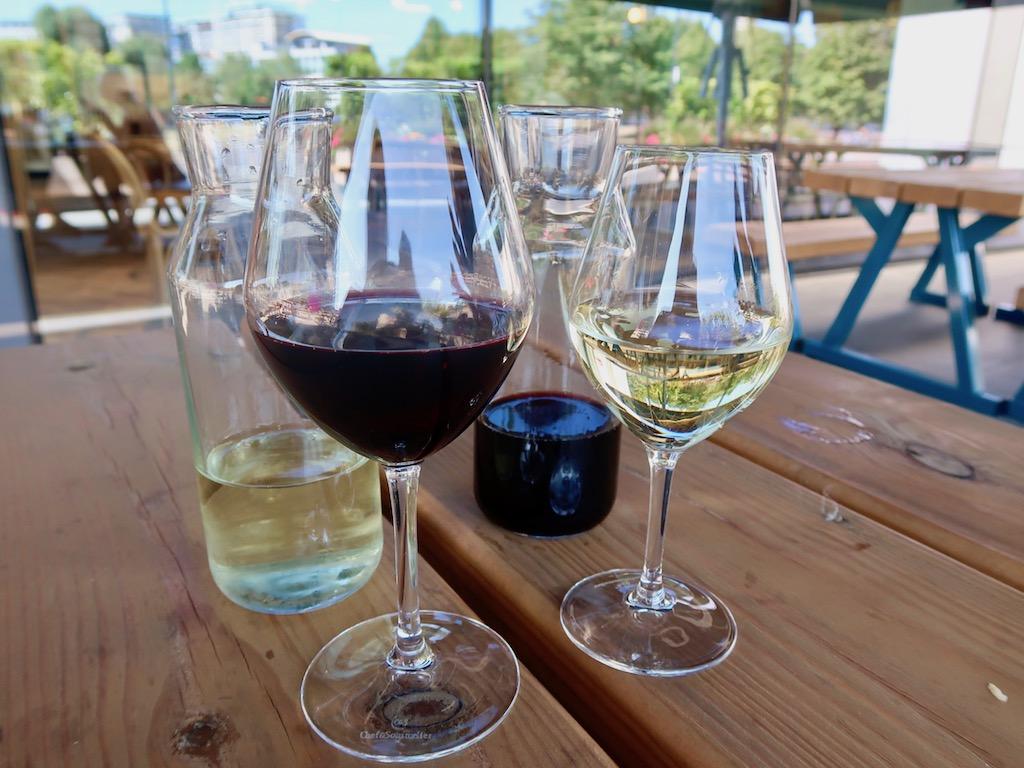 Wellbourne Brasserie - wine