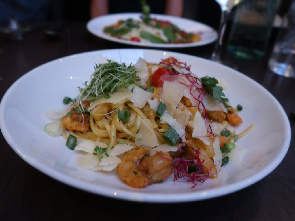 Liège Bruit Qui Court - linguine with prawns