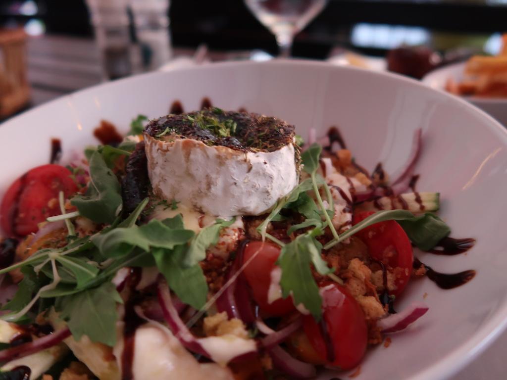 Liège -Tchantchès & Nanesse - Goats chees salad