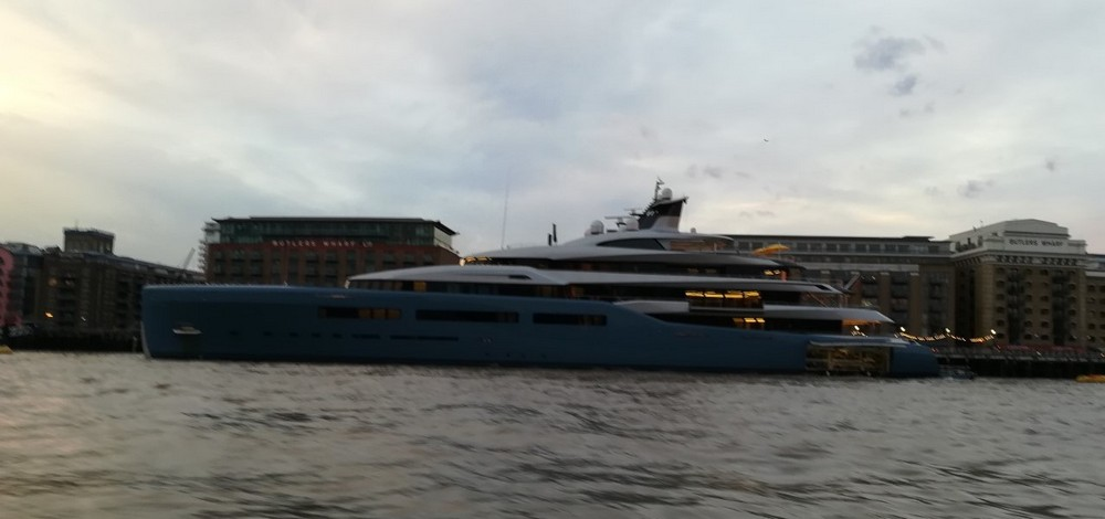 Thames Rockets - super yacht