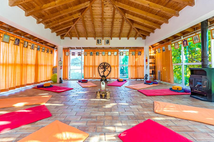 Moinhos-Velhos-Yoga-Temple-1