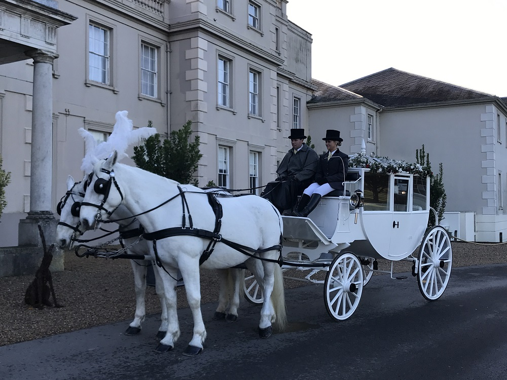 De Vere Wokefiled Estate - Bridal horse and carriage