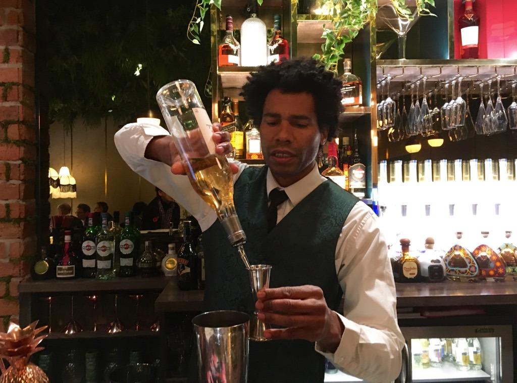 ZUAYA barman