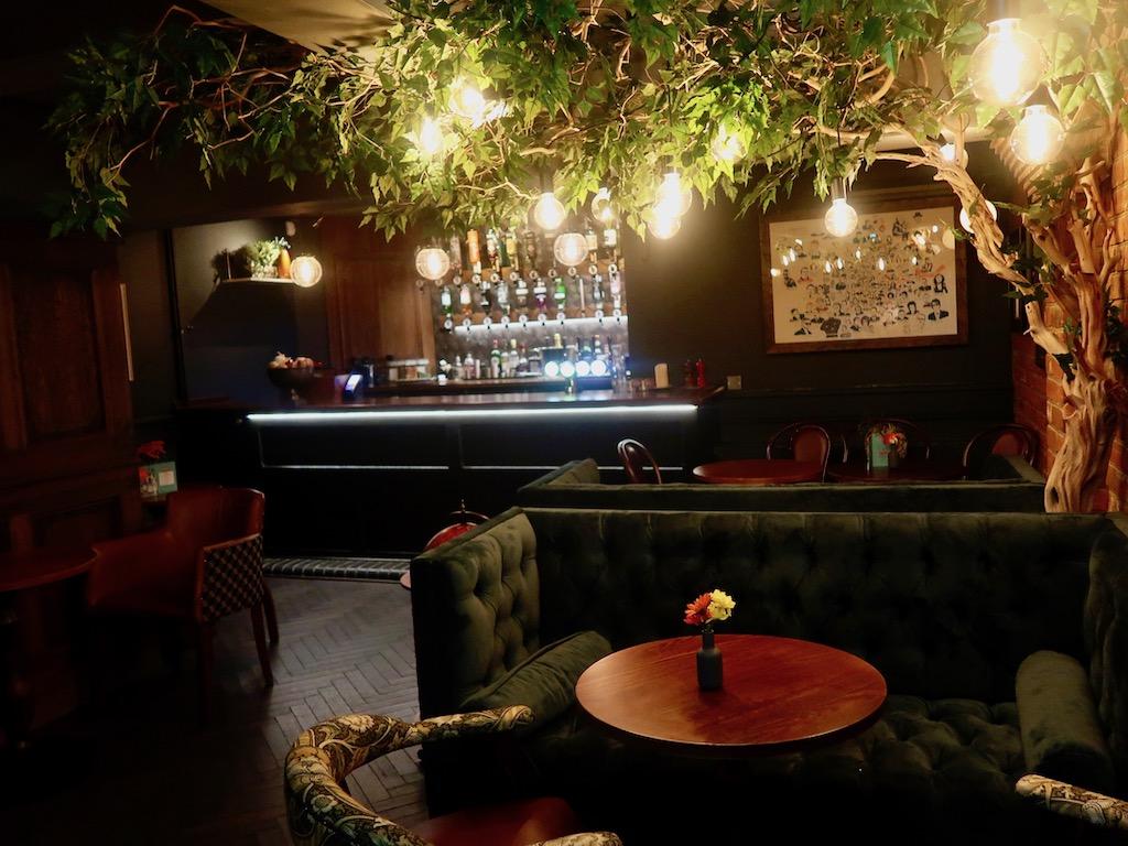 Snug bar Sir John Balcombe