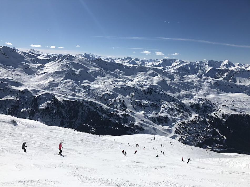 Skiing down to Méribel Mottaret, Méribel Tarentaise France