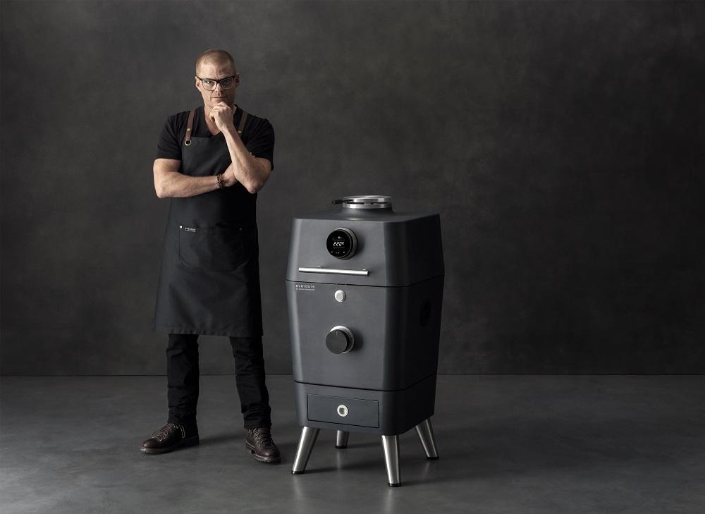 HBCE4KGGB-C 4K BBQ with Heston Blumenthal Lifestyle