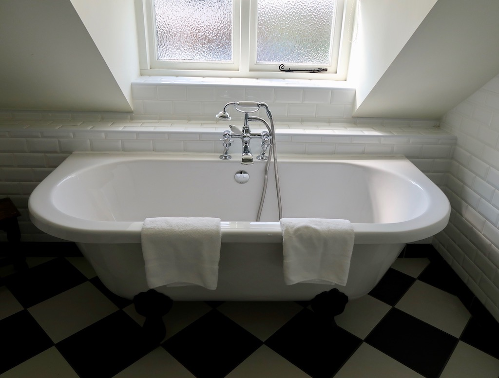 Claw foot Roll Top Bath at the Howard Arms Ilmington