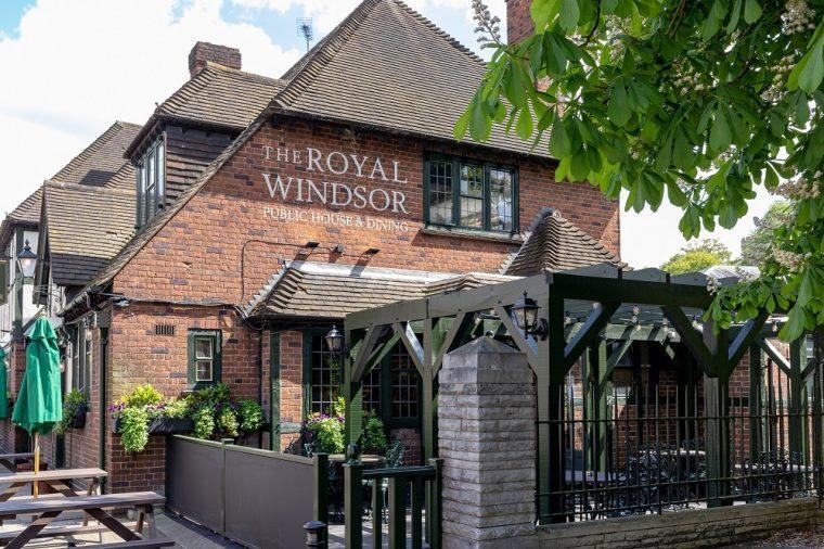 exterior of royal Windsor pub in Windsor