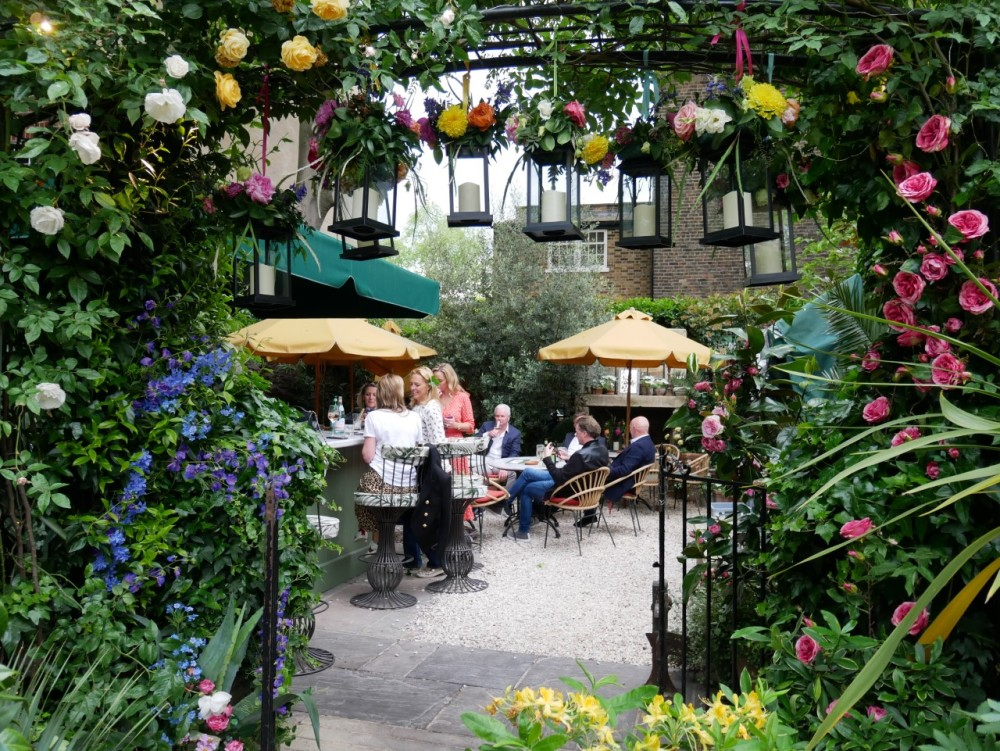 The garden bar at the Ivy Chelsea Garden