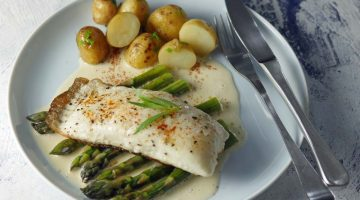 Halibut with asparagus and champagne