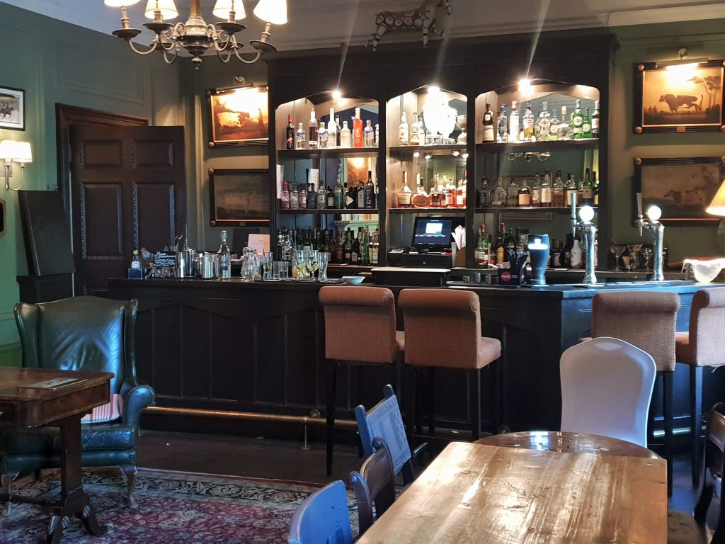 Manor Country House Hotel, Bertie's Bar-