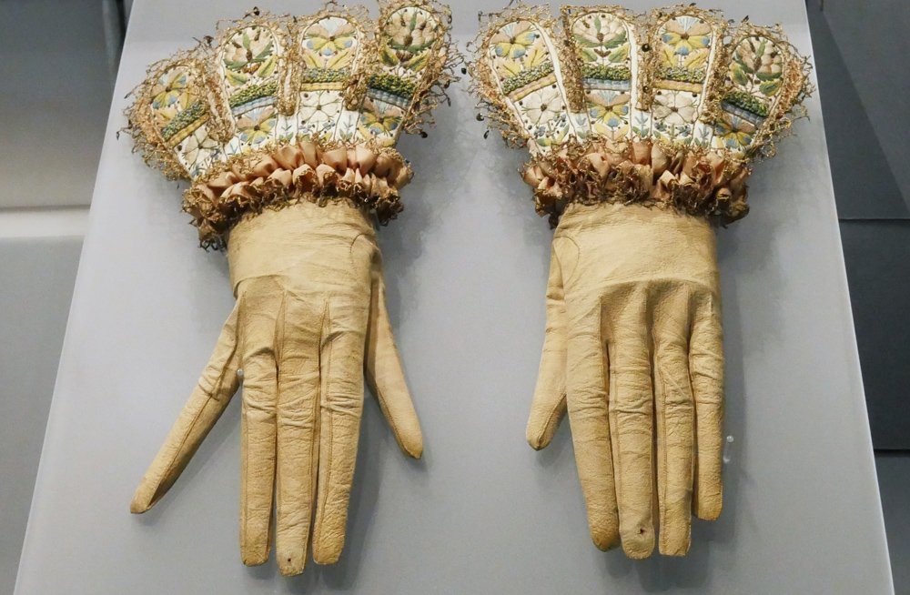 gloves at the fashion museum Bath