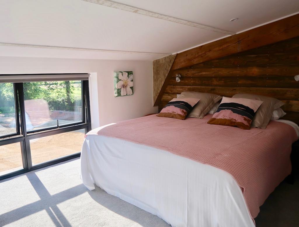 Devon Spotted Pig -Wild Oak Barn - bedroom