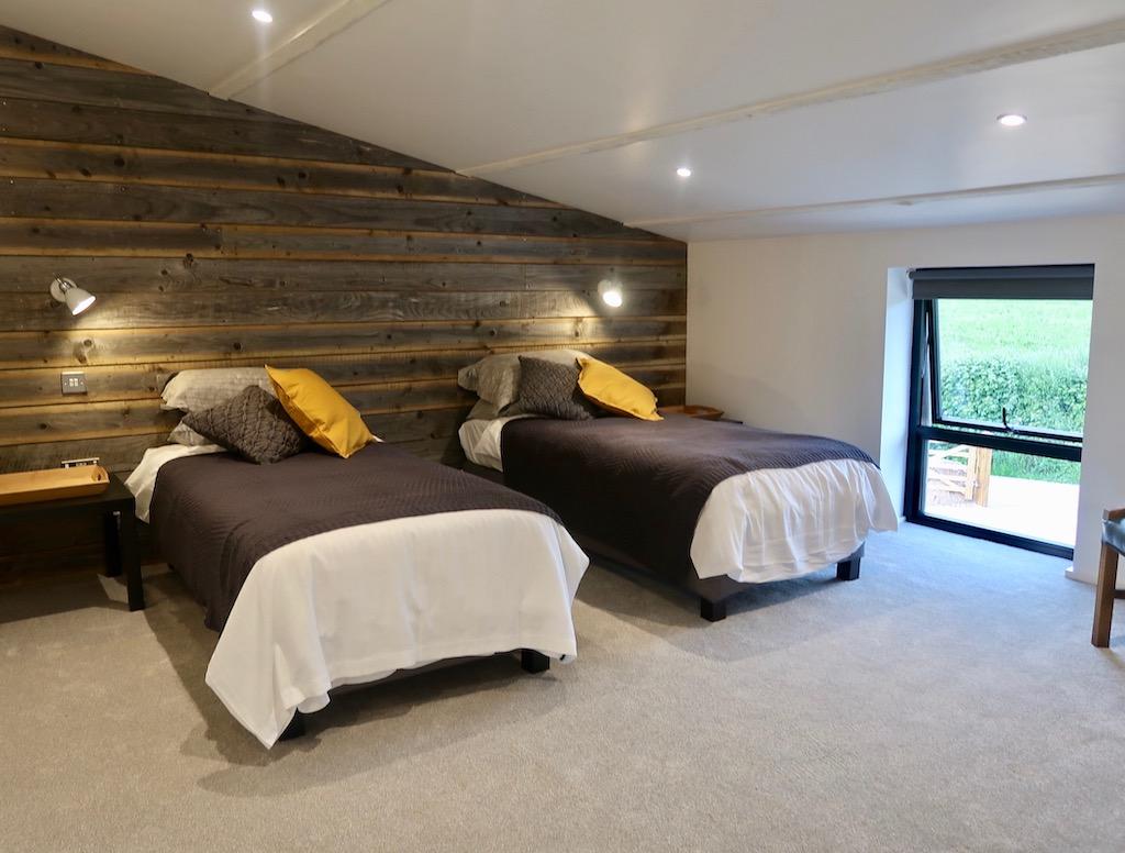 Old Oak Barn bedroom