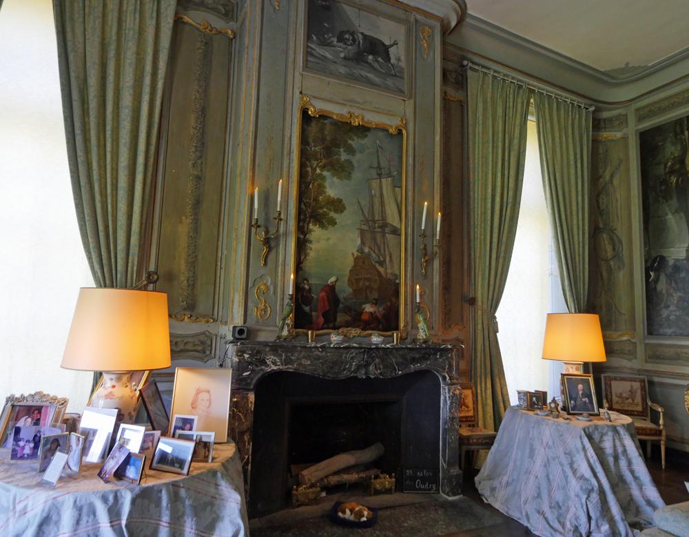 Chateau de Conde - behind the mirror