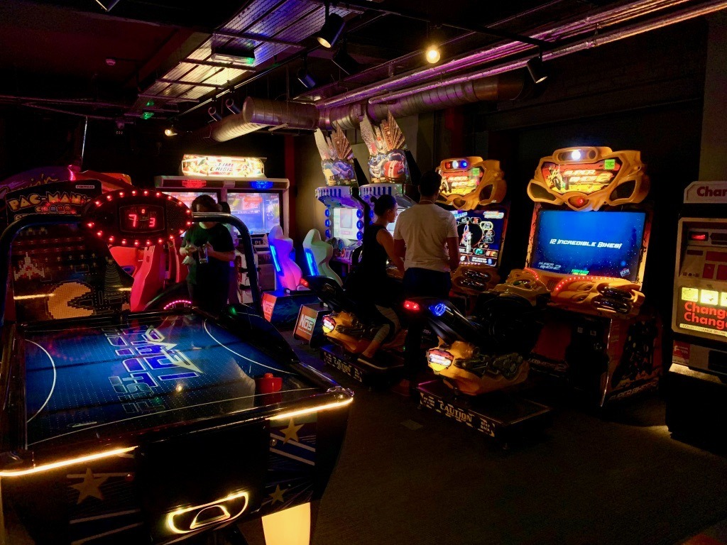 QUEENS Skate, Dine and Bowl retro arcade