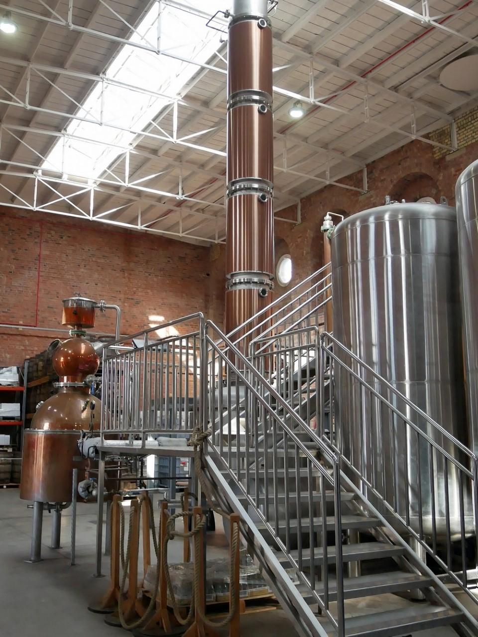Column and pot still at the Copper Rivet distillery