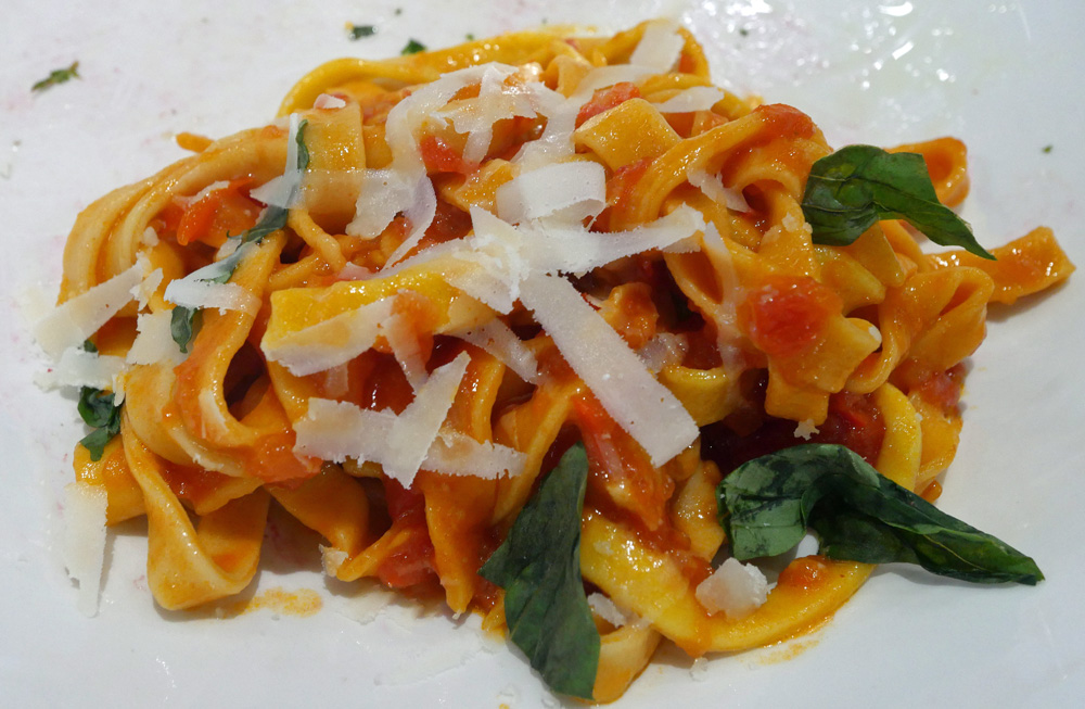 Tagliatelle with fresh tomato sauce