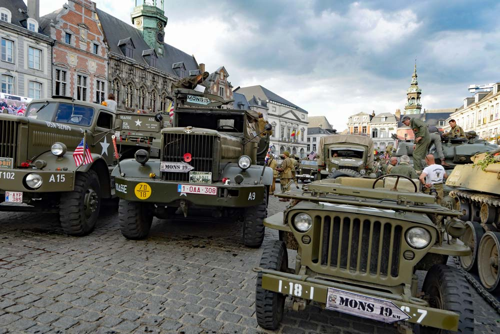 Jeeps in Mons Grand Place - Tanks in Town