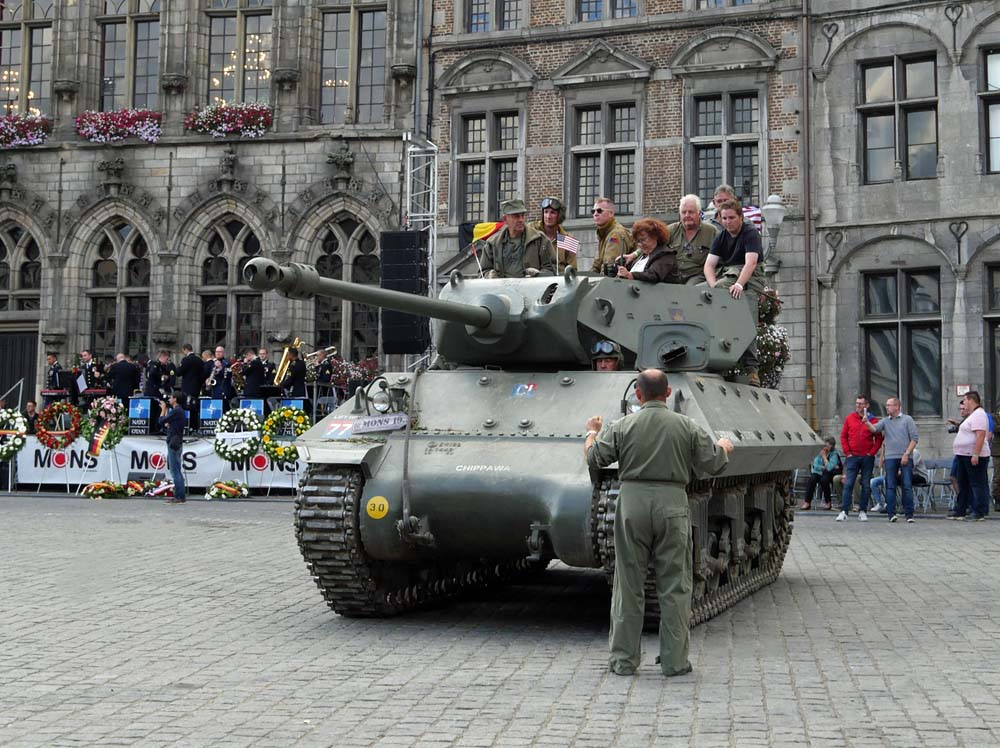 Tanks in Towns Mons - Grand Place