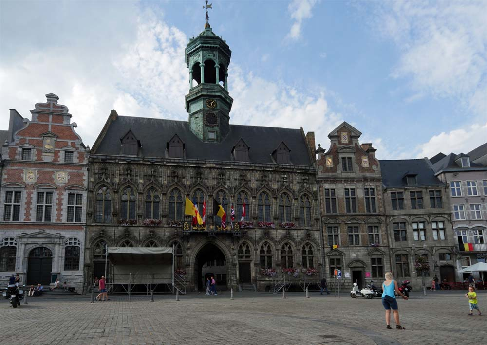 Town Hall Mons