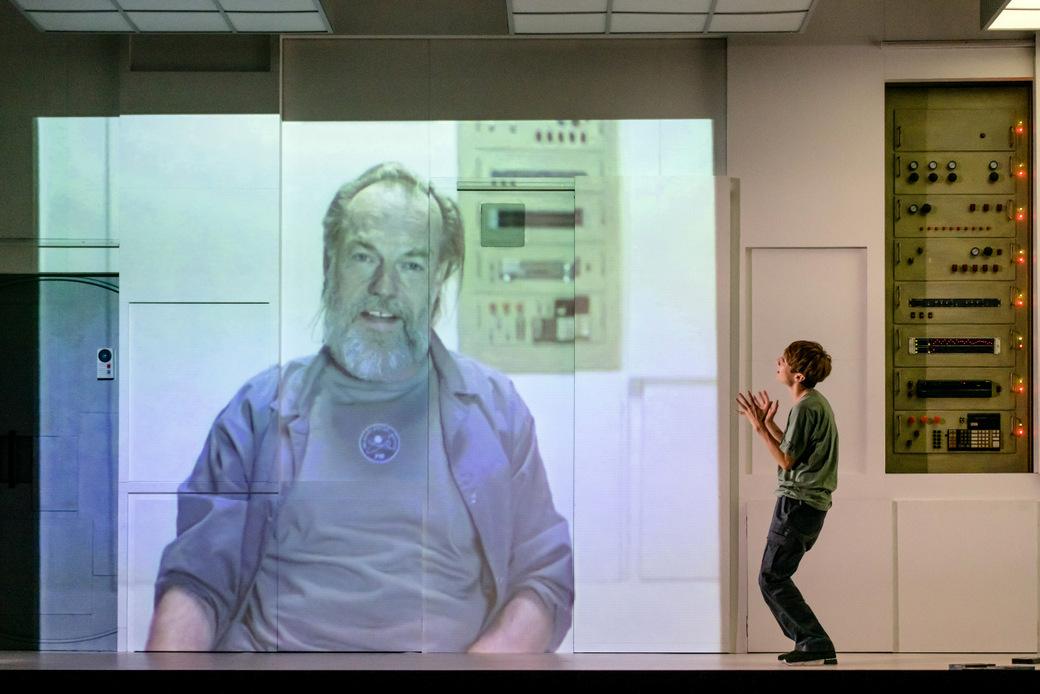 (l-r) Hugo Weaving & Polly Frame-SOLARIS-P-Mihaela Bodlovic